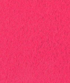 Cerise nålfiltsmatta / mässmatta / montermatta / eventmatta - Fuchsia 4440. Köp hel rulle eller måttbeställ storlek och form.