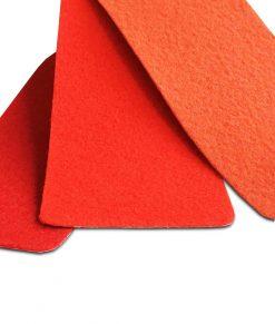 Röd nålfiltsmatta / mässmatta / montermatta / eventmatta - Ecarlate 2964. Köp hel rulle eller måttbeställ storlek och form. Bra pris, snabb leverans Stockholm o Sverige.